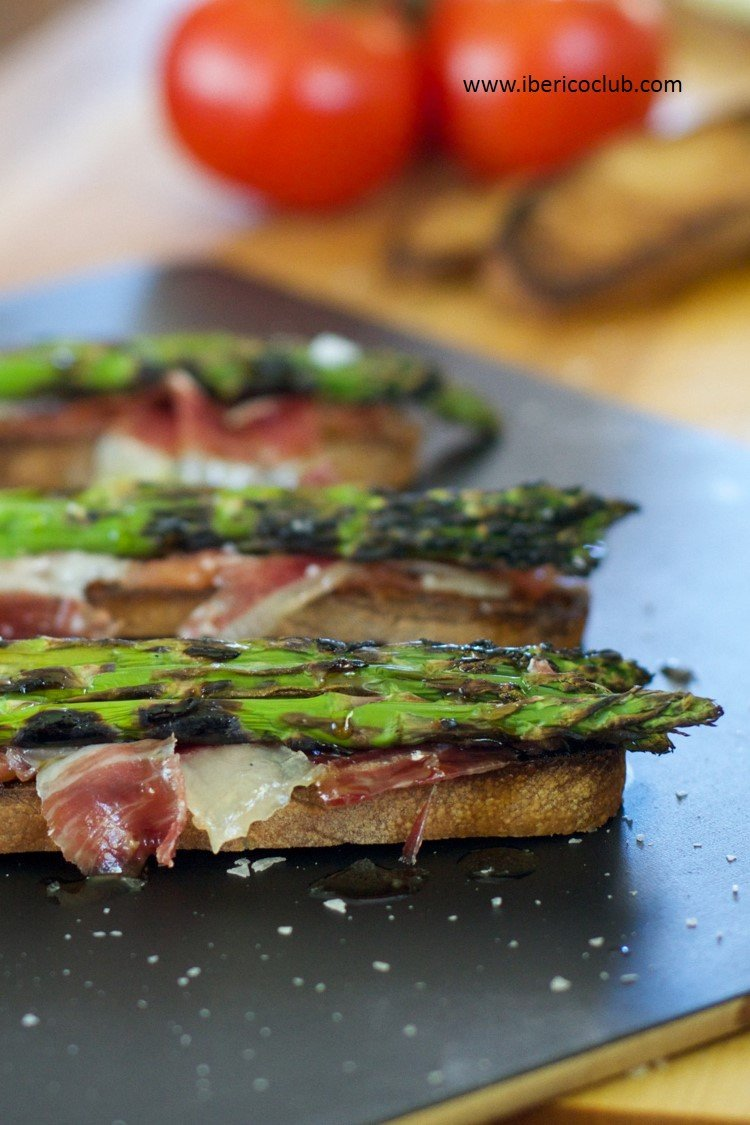 Jamon Ibérico de Bellota and Asparagus